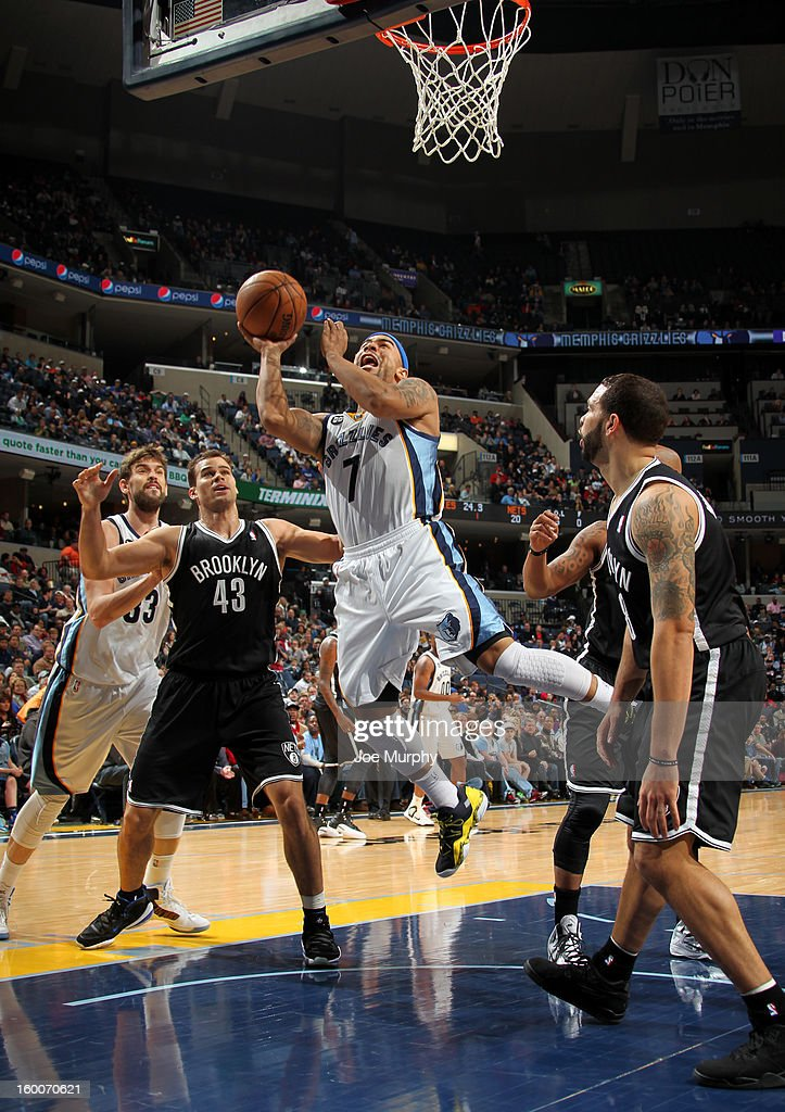 Jerryd Bayless #7 of the Memphis Grizzlies shoots against Deron Williams #8 and Kris Humphries #43 of the Brooklyn Nets on January 25, 2013 at FedExForum in Memphis, Tennessee.