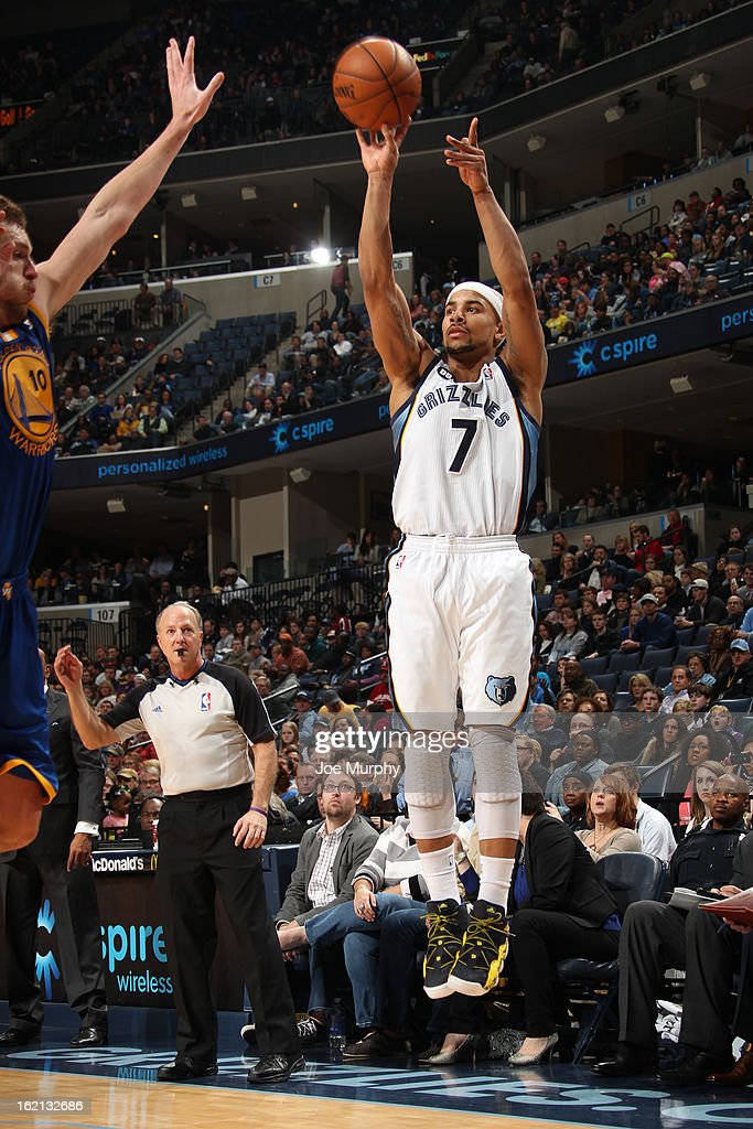<a gi-track='captionPersonalityLinkClicked' href=/galleries/search?phrase=Jerryd+Bayless&family=editorial&specificpeople=4216027 ng-click='$event.stopPropagation()'>Jerryd Bayless</a> #7 of the Memphis Grizzlies shoots against the Golden State Warriors on February 8, 2013 at FedExForum in Memphis, Tennessee.