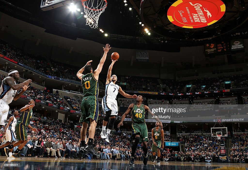<a gi-track='captionPersonalityLinkClicked' href=/galleries/search?phrase=Jerryd+Bayless&family=editorial&specificpeople=4216027 ng-click='$event.stopPropagation()'>Jerryd Bayless</a> #7 of the Memphis Grizzlies shoots against the Utah Jazz on December 23, 2013 at FedExForum in Memphis, Tennessee.