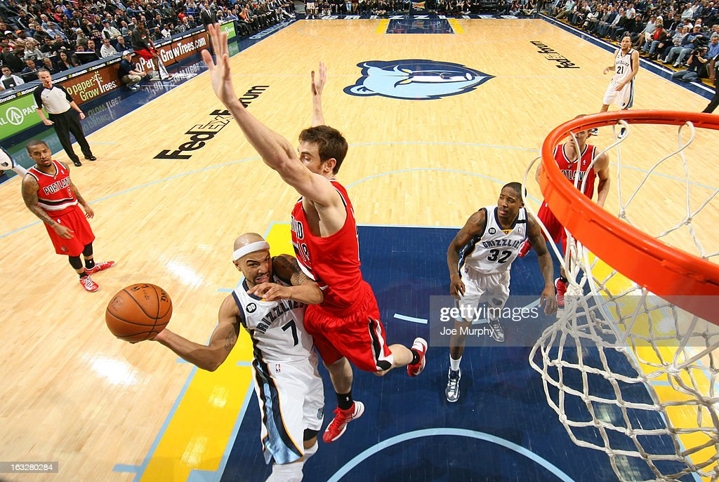 <a gi-track='captionPersonalityLinkClicked' href=/galleries/search?phrase=Jerryd+Bayless&family=editorial&specificpeople=4216027 ng-click='$event.stopPropagation()'>Jerryd Bayless</a> #7 of the Memphis Grizzlies shoots against <a gi-track='captionPersonalityLinkClicked' href=/galleries/search?phrase=Victor+Claver&family=editorial&specificpeople=5562510 ng-click='$event.stopPropagation()'>Victor Claver</a> #18 of the Portland Trail Blazers on March 6, 2013 at FedExForum in Memphis, Tennessee.