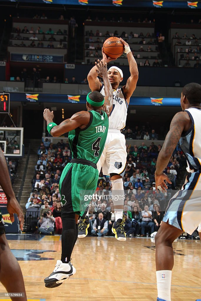 Jerryd Bayless #7 of the Memphis Grizzlies shoots the ball against the Boston Celtics on March 23, 2013 at FedExForum in Memphis, Tennessee.
