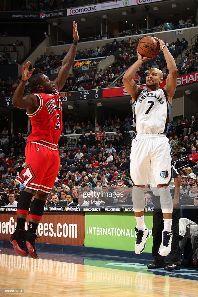 <a gi-track='captionPersonalityLinkClicked' href=/galleries/search?phrase=Jerryd+Bayless&family=editorial&specificpeople=4216027 ng-click='$event.stopPropagation()'>Jerryd Bayless</a> #7 of the Memphis Grizzlies takes a shot over <a gi-track='captionPersonalityLinkClicked' href=/galleries/search?phrase=Nate+Robinson&family=editorial&specificpeople=208906 ng-click='$event.stopPropagation()'>Nate Robinson</a> #2 of the Chicago Bulls on December 17, 2012 at FedExForum in Memphis, Tennessee.