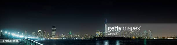 Jersey City und New York City panorama bei Nacht