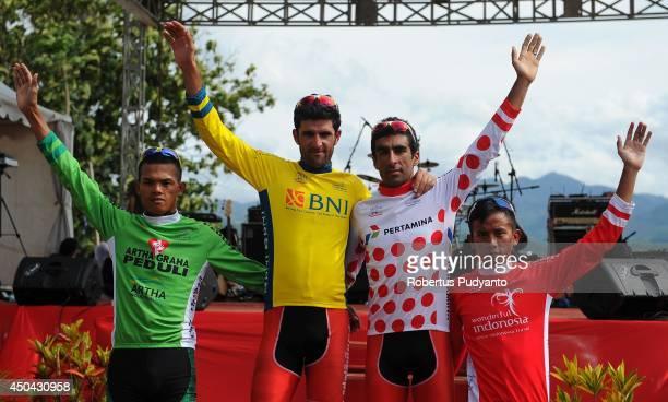 Jersey winners Cris Joven of Team 7 Eleven Roadbike Phillipine Amir Zargari of Pishgaman Yazd Iran Ramin Mehrbaniazar of Pishgaman Yazd Iran and Dadi...