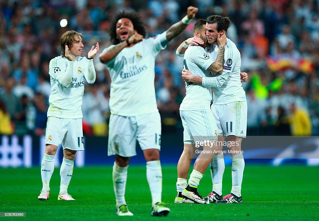 Jese of Real Madrid, Gareth Bale of Real Madrid and team mates celebrate during the UEFA Champions League semi final, second leg match between Real Madrid and Manchester City FC at Estadio Santiago Bernabeu on May 4, 2016 in Madrid, Spain.