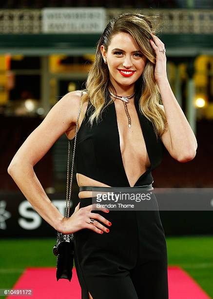 Jesinta Campbell arrives at the Sydney Swans function at Sydney Cricket Ground ahead of the 2016 AFL Brownlow Medal ceremony on September 26 2016 in...