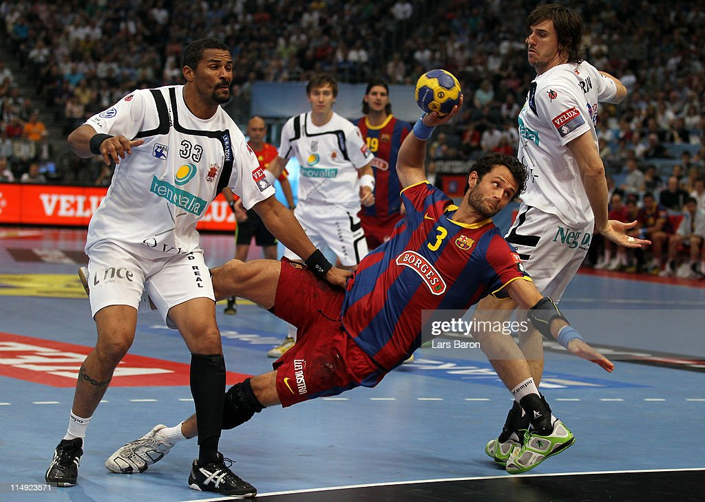 <a gi-track='captionPersonalityLinkClicked' href=/galleries/search?phrase=Jesper+Noeddesbo&family=editorial&specificpeople=786465 ng-click='$event.stopPropagation()'>Jesper Noeddesbo</a> of Barcelona is challenged by <a gi-track='captionPersonalityLinkClicked' href=/galleries/search?phrase=Didier+Dinart&family=editorial&specificpeople=710241 ng-click='$event.stopPropagation()'>Didier Dinart</a> and Viran Morros de Argila of Ciudad Real during the EHF Final Four final match between FC Barcelona Borges and Ciudad Real at Lanxess Arena on May 29, 2011 in Cologne, Germany.
