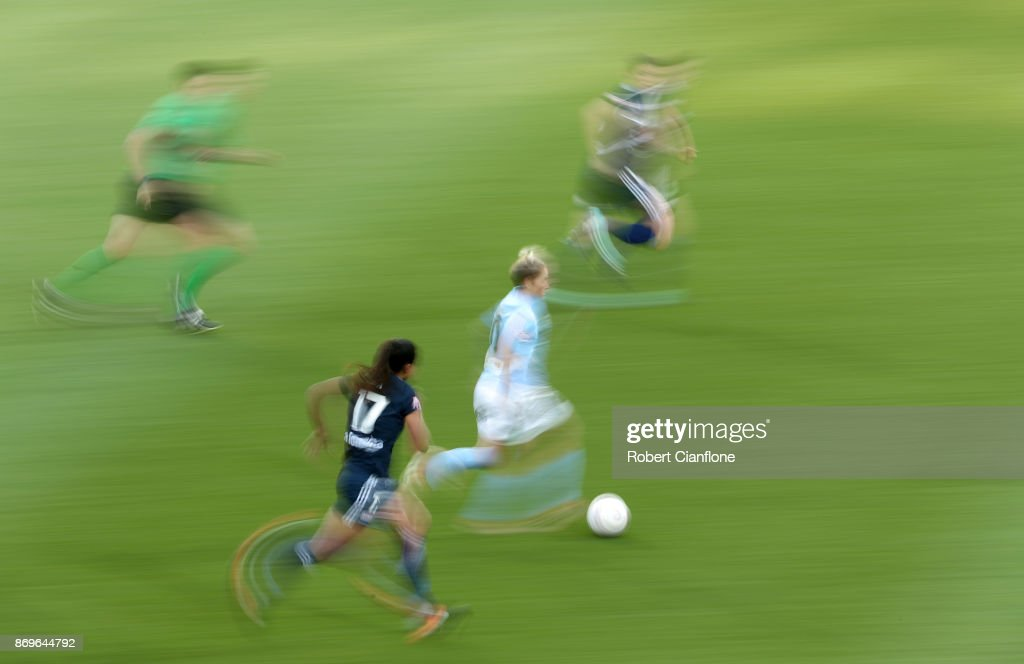 Jess Fishlock of Melbourne City runs with the ball during the round two W-League match between Melbourne City FC and Melbourne Victory at AAMI Park on November 3, 2017 in Melbourne, Australia.