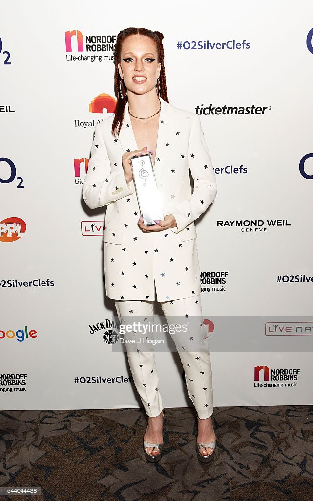 <a gi-track='captionPersonalityLinkClicked' href=/galleries/search?phrase=Jess+Glynne&family=editorial&specificpeople=12882231 ng-click='$event.stopPropagation()'>Jess Glynne</a> poses with the Jack Daniel's Best Newcomer Awared during the Nordoff Robbins O2 Silver Clef Awards on July 1, 2016 in London, United Kingdom.