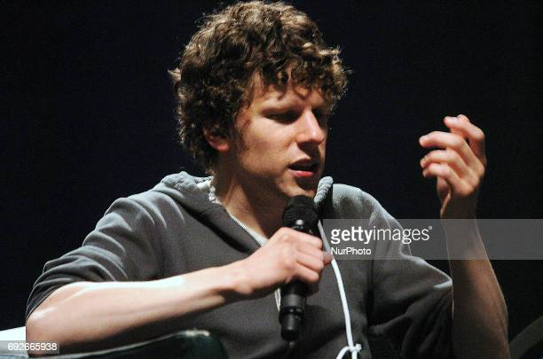 Jesse Eisenberg takes fans into the minds of Lex Luther and Mark Zuckerberg and how he found them within his own on the last day of Wizard World...