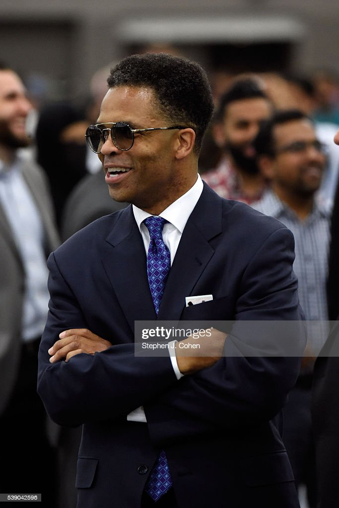 <a gi-track='captionPersonalityLinkClicked' href=/galleries/search?phrase=Jesse+Jackson+Jr.&family=editorial&specificpeople=1107074 ng-click='$event.stopPropagation()'>Jesse Jackson Jr.</a> attends the Islamic Funeral Prayer Service Held For Muhammad Ali at Freedom Hall on June 9, 2016 in Louisville, Kentucky.