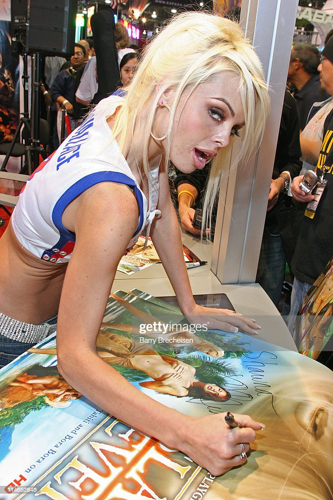 <a gi-track='captionPersonalityLinkClicked' href=/galleries/search?phrase=Jesse+Jane&family=editorial&specificpeople=2103220 ng-click='$event.stopPropagation()'>Jesse Jane</a> signing at the Digital Playground booth