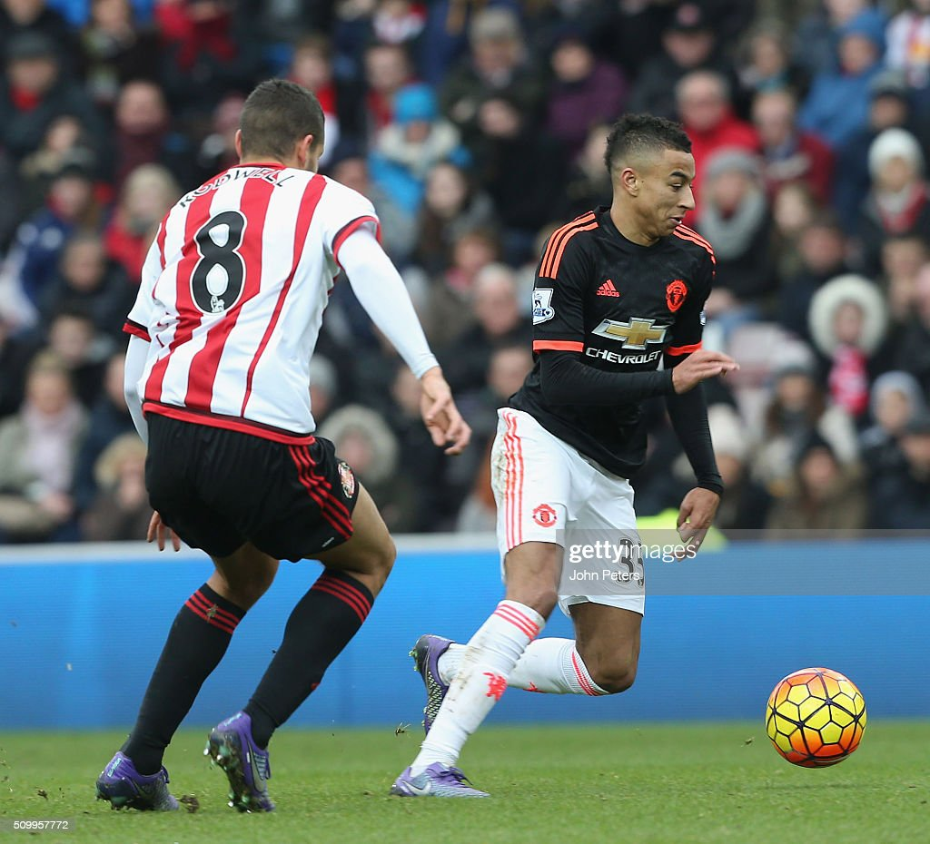 <a gi-track='captionPersonalityLinkClicked' href=/galleries/search?phrase=Jesse+Lingard&family=editorial&specificpeople=7601596 ng-click='$event.stopPropagation()'>Jesse Lingard</a> of Manchester United in action with <a gi-track='captionPersonalityLinkClicked' href=/galleries/search?phrase=Jack+Rodwell&family=editorial&specificpeople=4266551 ng-click='$event.stopPropagation()'>Jack Rodwell</a> of Sunderland during the Barclays Premier League match between Sunderland and Manchester United at Stadium of Light on February 13, 2016 in Sunderland, England.