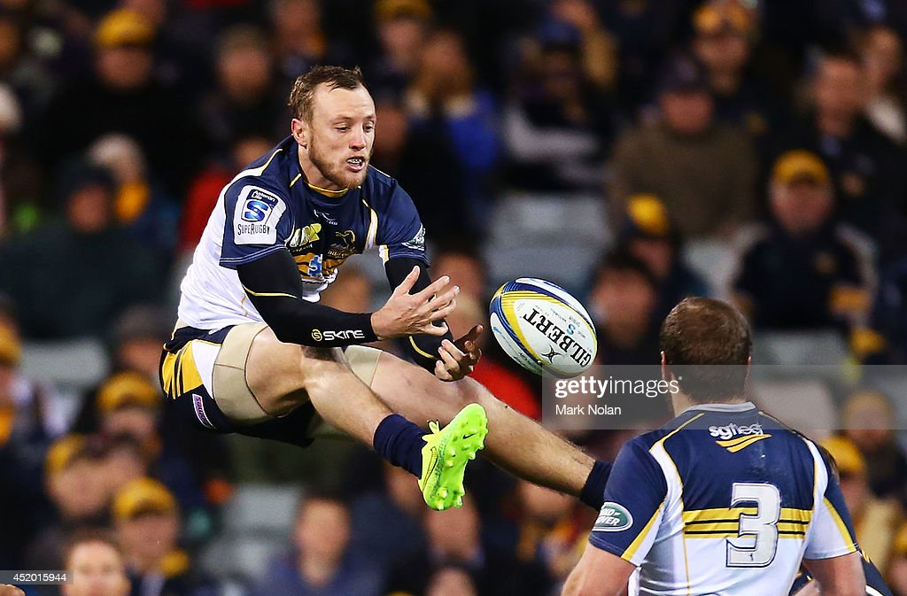 <a gi-track='captionPersonalityLinkClicked' href=/galleries/search?phrase=Jesse+Mogg&family=editorial&specificpeople=8908103 ng-click='$event.stopPropagation()'>Jesse Mogg</a> of the Brumbies attempts to take a high ball during the round 19 Super Rugby match between the Brumbies and the Force at Canberra Stadium on July 11, 2014 in Canberra, Australia.