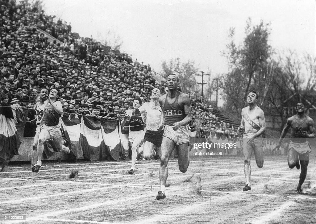 Jesse Owens (James Cleveland Owens)*-+US-American track and field athletewon 4 gold medals at the Summer Olympics in Berlin in 1936setting up five world records at the Olympic preliminiary contests in Ann Arbor / Michigan: Owens as winner of the 100m sprint