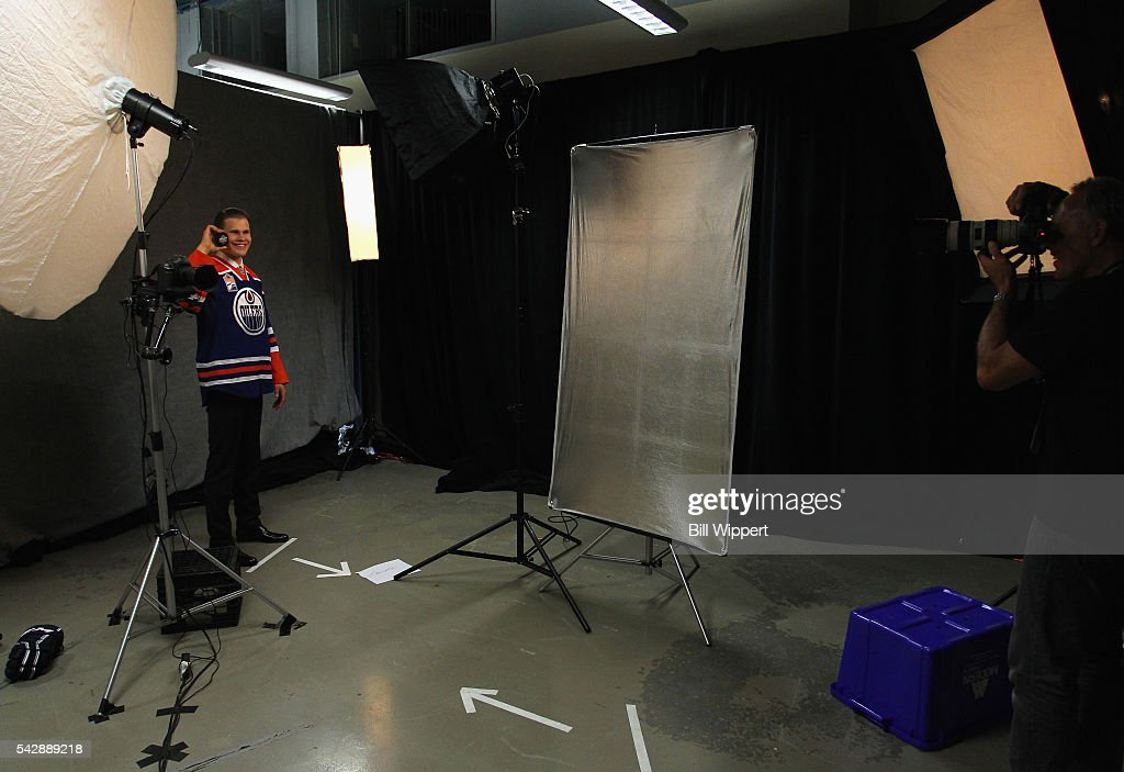Jesse Puljujarvi poses for a photographer after being selected fourth overall by the Edmonton Oilers during round one of the 2016 NHL Draft at First Niagara Center on June 24, 2016 in Buffalo, New York.
