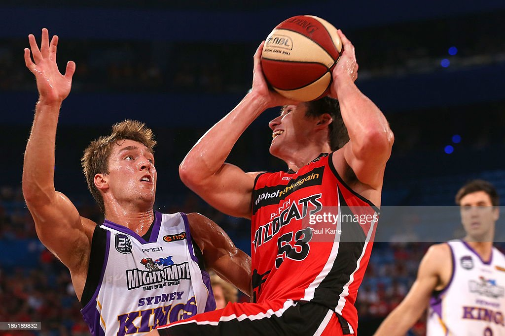 Jesse Sanders of the Kings looks to block Damian Martin of the Wildcatsduring the round two NBL match between the Perth Wildcats and the Sydney Kings at Perth Arena in October 18, 2013 in Perth, Australia.