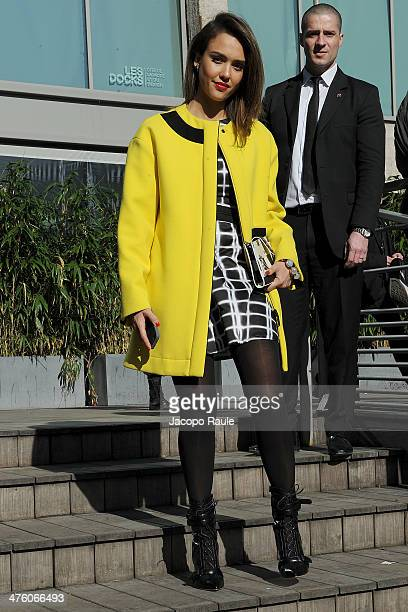 Jessica Alba arrives at Kenzo Fashion Show during Paris Fashion Week Womenswear Fall/Winter 20142015 on March 2 2014 in Paris France