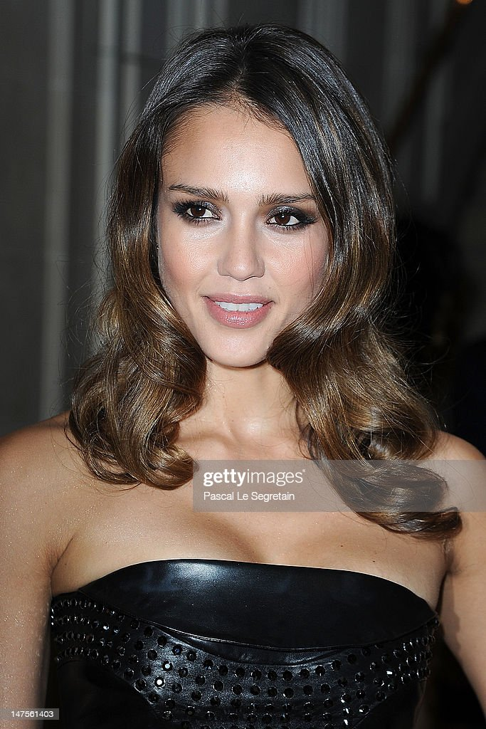 Jessica Alba arrives at the Versace Haute-Couture show as part of Paris Fashion Week Fall / Winter 2012/13 at the Ritz hotel on July 1, 2012 in Paris, France.