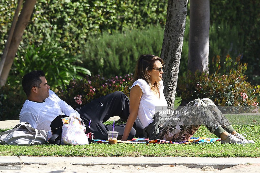 <a gi-track='captionPersonalityLinkClicked' href=/galleries/search?phrase=Jessica+Alba&family=editorial&specificpeople=201811 ng-click='$event.stopPropagation()'>Jessica Alba</a> is seen at Coldwater Canyon Park with her husband <a gi-track='captionPersonalityLinkClicked' href=/galleries/search?phrase=Cash+Warren&family=editorial&specificpeople=657410 ng-click='$event.stopPropagation()'>Cash Warren</a> on February 23, 2014 in Los Angeles, California.