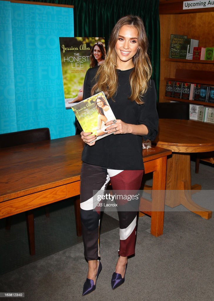 Jessica Alba promotes her new book 'The Honest Life' at Vroman's Bookstore on March 16, 2013 in Pasadena, California.