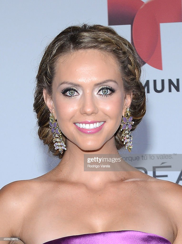 Jessica Carrillo arrives at the Premios Tu Mundo Awards at American Airlines Arena on August 21, 2014 in Miami, Florida.