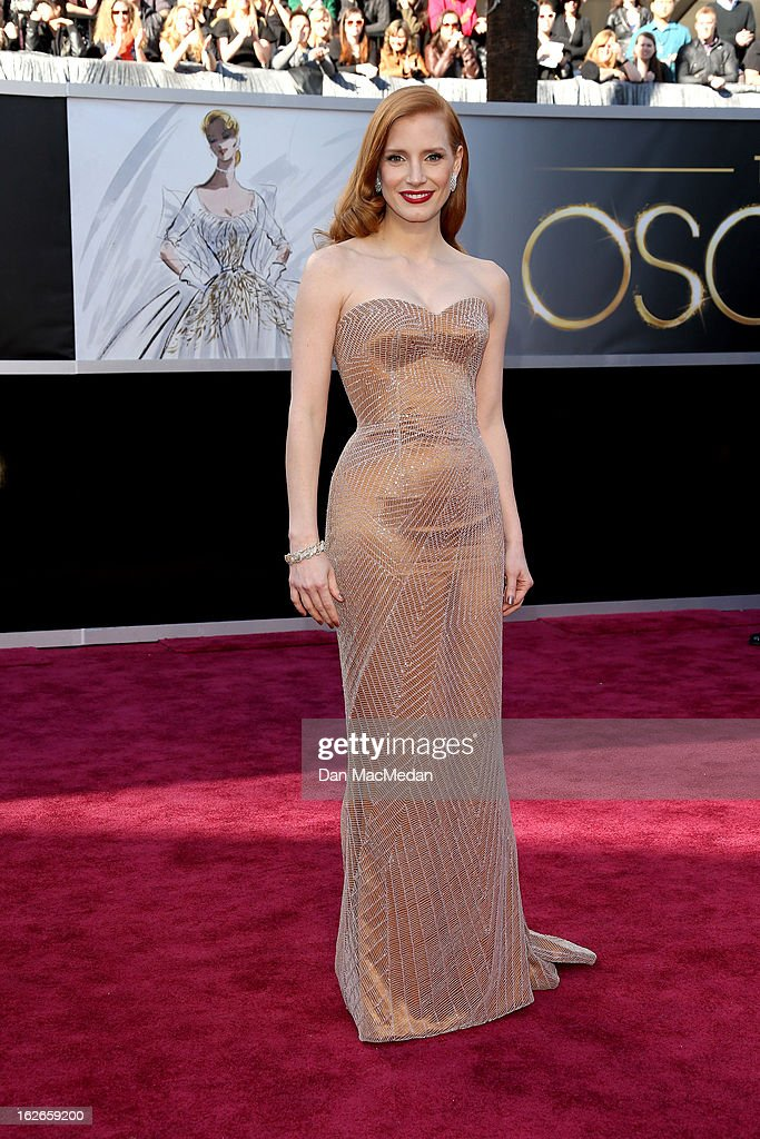 Jessica Chastain arrives at the 85th Annual Academy Awards at Hollywood & Highland Center on February 24, 2013 in Hollywood, California.