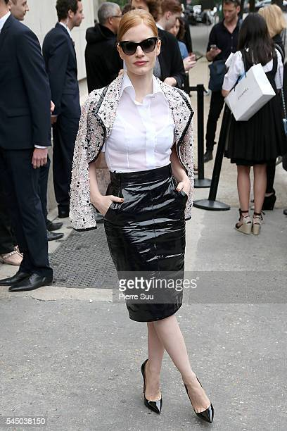 Jessica Chastain arrives at the Chanel Haute Couture Fall/Winter 20162017 show as part of Paris Fashion Week on July 5 2016 in Paris France