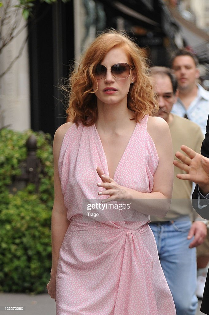 Jessica Chastain leaves Park Hyaat Hotel on September 1, 2011 in Paris, France.