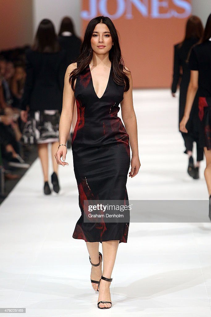 <a gi-track='captionPersonalityLinkClicked' href=/galleries/search?phrase=Jessica+Gomes&family=editorial&specificpeople=4319063 ng-click='$event.stopPropagation()'>Jessica Gomes</a> showcases designs by Josh Goot on the runway during the 2014 Virgin Australia Melbourne Fashion Festival Opening Event presented by David Jones at Docklands on March 17, 2014 in Melbourne, Australia.