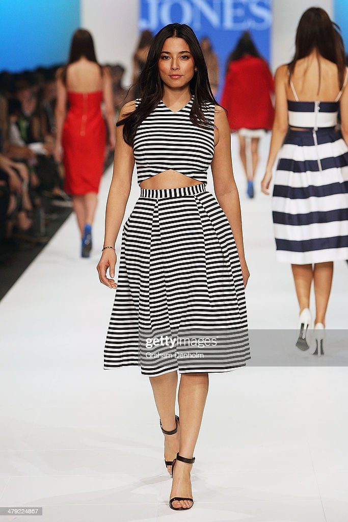 <a gi-track='captionPersonalityLinkClicked' href=/galleries/search?phrase=Jessica+Gomes&family=editorial&specificpeople=4319063 ng-click='$event.stopPropagation()'>Jessica Gomes</a> showcases designs by Nicholas on the runway during the 2014 Virgin Australia Melbourne Fashion Festival Opening Event presented by David Jones at Docklands on March 17, 2014 in Melbourne, Australia.