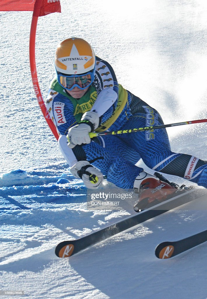 Jessica Lindell-Vikarby of Sweden clears a gate during the first run of the women's World Cup giant slalom in Aspen on November 24, 2012. AFP PHOTO/Don EMMERT
