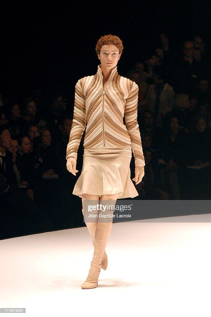 Jessica Miller wearing Alexander McQueen Ready to Wear AutumnWinter 2004/2005