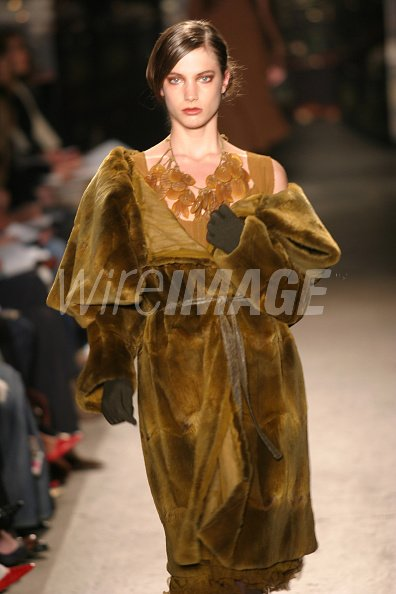 newest 310ef 7be97 Jessica Miller wearing Donna Karan Fall 2004 during Olympus ...
