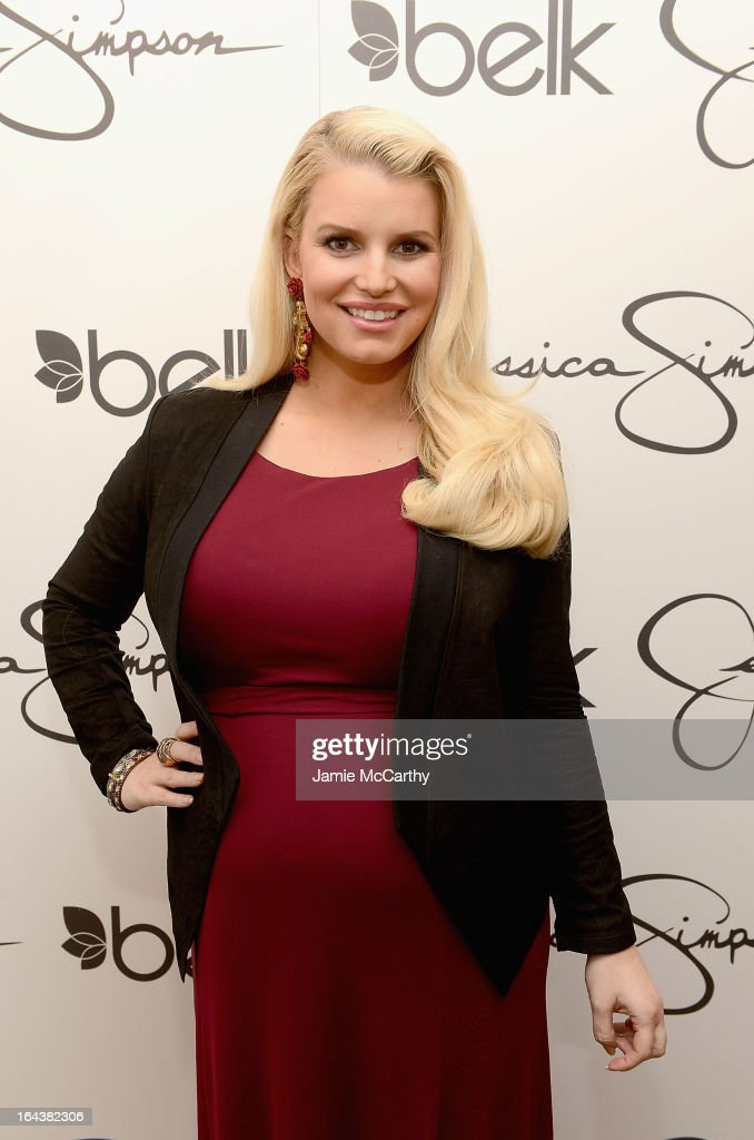 <a gi-track='captionPersonalityLinkClicked' href=/galleries/search?phrase=Jessica+Simpson+-+Marca+de+moda&family=editorial&specificpeople=171513 ng-click='$event.stopPropagation()'>Jessica Simpson</a>, wearing <a gi-track='captionPersonalityLinkClicked' href=/galleries/search?phrase=Jessica+Simpson+-+Marca+de+moda&family=editorial&specificpeople=171513 ng-click='$event.stopPropagation()'>Jessica Simpson</a> Maternity, visits Belk Southpark on March 23, 2013 in Charlotte, North Carolina.