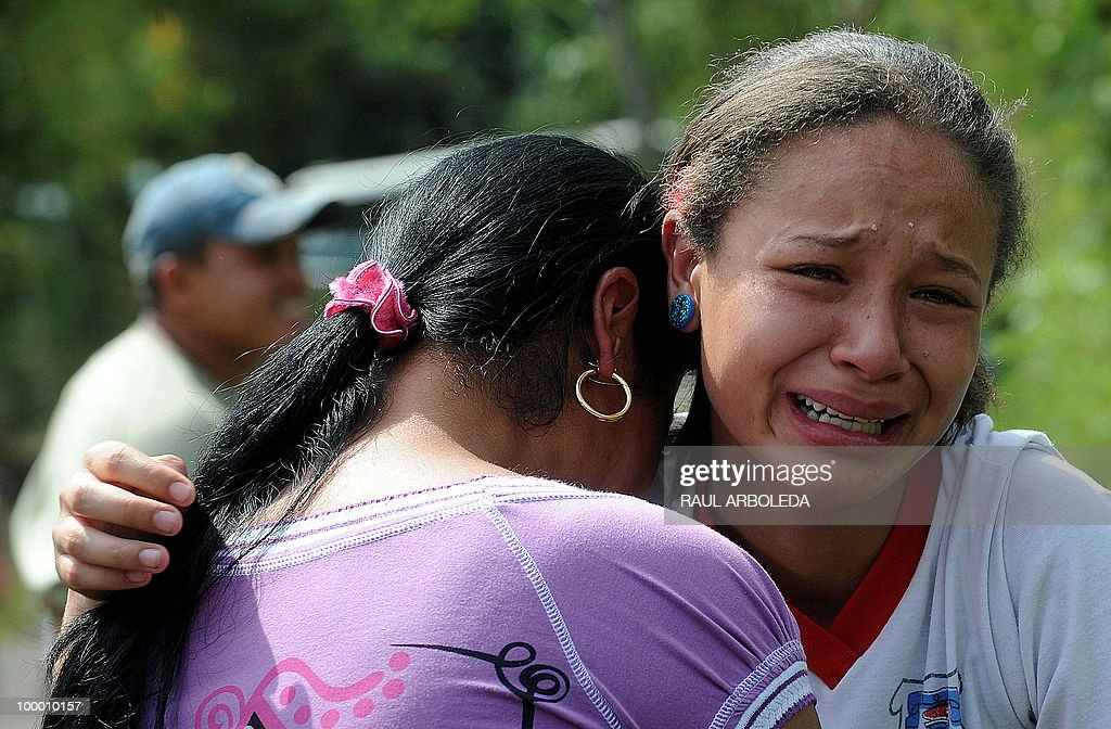 Jessica Valdez (R), daughter of one of the miners killed after an explosion occurred in a coal mine, cries alongside an unidentified woman outside the mine in Amaga, Antioquia department, 430 kms southeast of Bogota on August 6, 2009. At least nine miners died and seven were injured in the accident, a civil authority informed. AFP PHOTO/Raul Arboleda