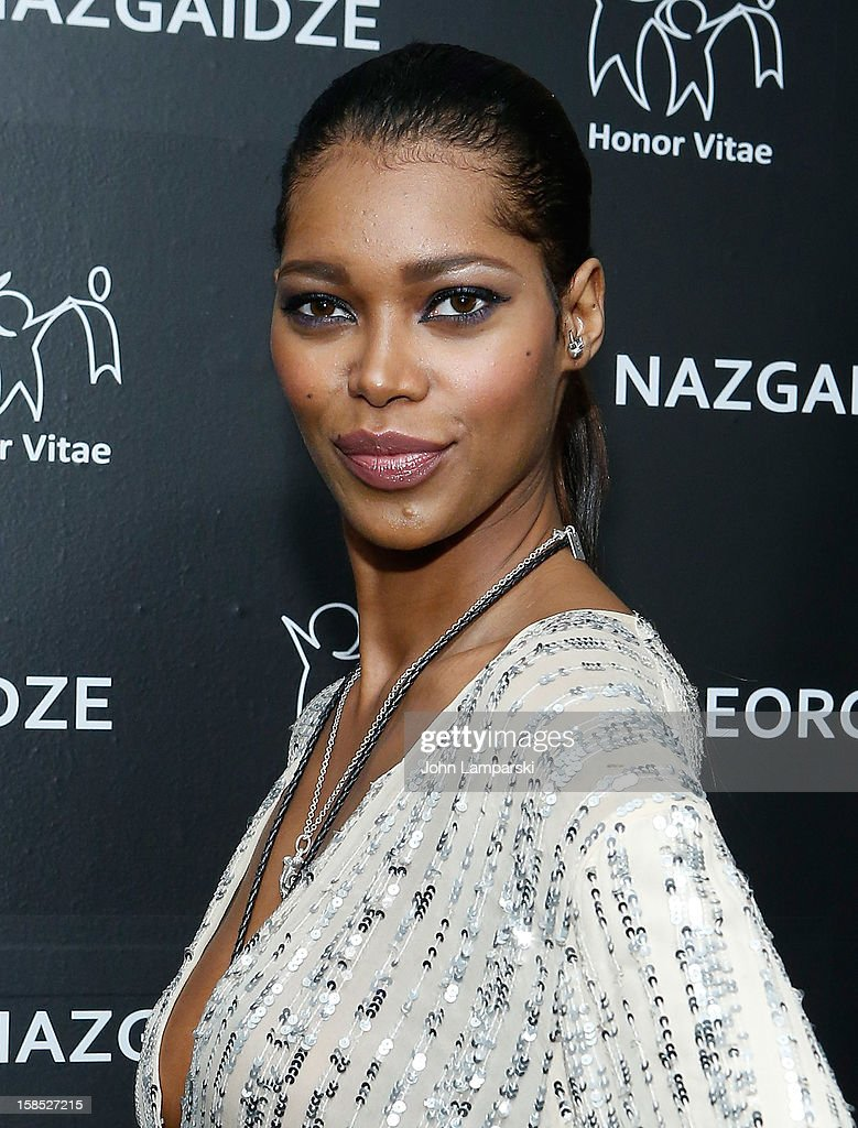 Jessica White attends Charity Meets Fashion Holiday Celebration Honoring The World's Children at Affirmation Arts on December 17, 2012 in New York City.