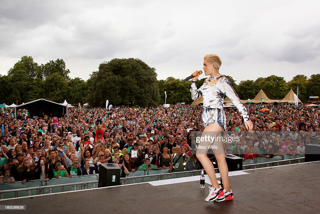 <a gi-track='captionPersonalityLinkClicked' href=/galleries/search?phrase=Jessie+J&family=editorial&specificpeople=5737661 ng-click='$event.stopPropagation()'>Jessie J</a> welcomes 19,000 runners back to Greenwich Park, to celebrate reaching their #justdoit goals at Run to the Beat powered by Nike+ on September 8, 2013 in London, England.