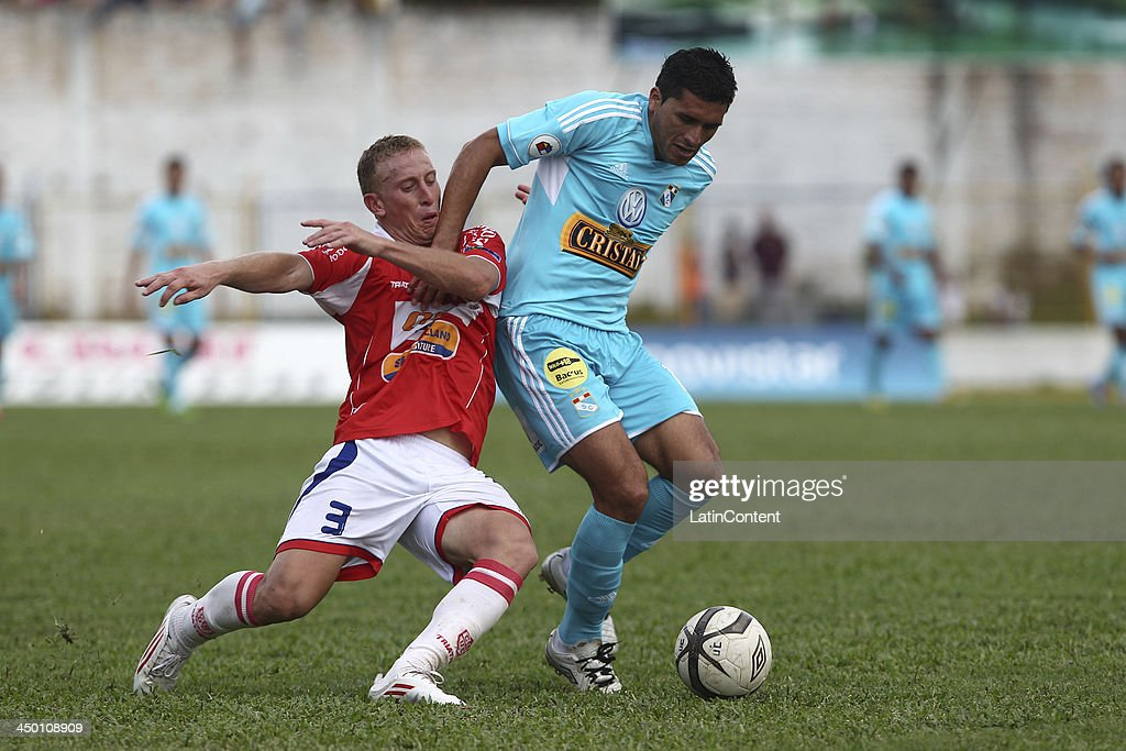 Jesus Alvarez (R) of Sporting Cristal fights for the ball with Joaquin Lencinas (L) of Union Comercio during a match between Union Comercio and Sporting Cristal as part of the Torneo Descentralizado at IDP of Moyabamba stadium on November 16, 2013 in Moyabamba, Peru.