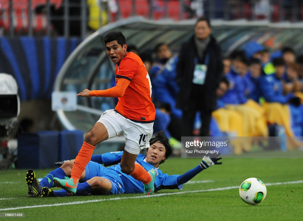 Jesus Corona of CF Monterrey goes through the challenge of Ho Lee of Ulsan Hyundai during the FIFA Club World Cup Quarter Final match between Ulsan Hyundai and CF Monterrey at Toyota Stadium on December 9, 2012 in Toyota, Japan.