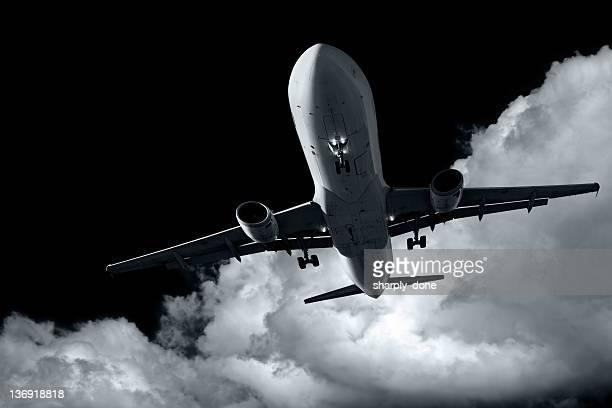 XL jet Passagierflugzeug Landung bei Nacht