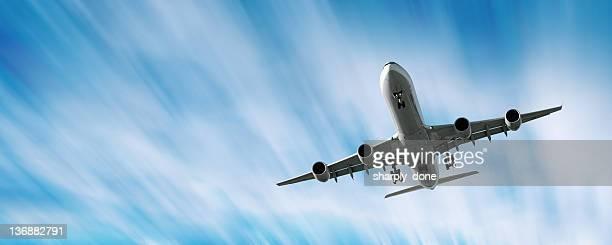 XXL jet Avion atterrissant à effet de flou en mouvement ciel