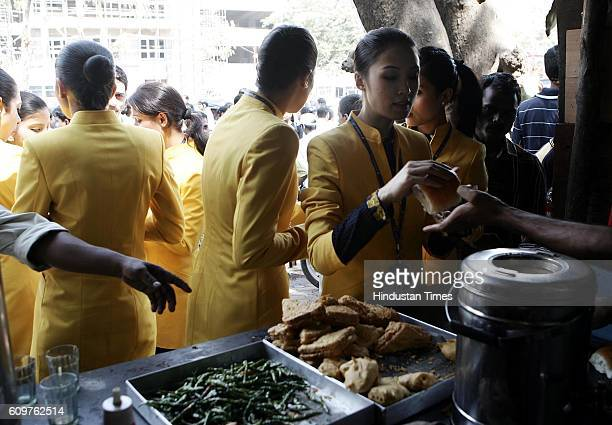 Jet Airways Lays OFF Employees Jet Airways Air Hostess eating vada pav and tea outside Andheri office after being sacked from jobs Jet Airways...