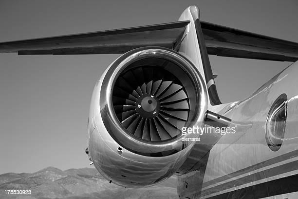 Jet moteur en noir et blanc