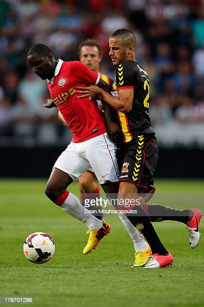 Jetro Willems of PSV and Omar Kavak of Go Ahead Eagles battle for the ball during the Eredivisie match between PSV Eindhoven and Go Ahead Eagles at...