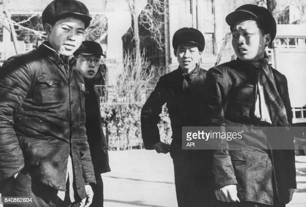 Jeunes étudiants à Pékin se mobilisent pour défendre la pensée de Mao circa 1960 Chine
