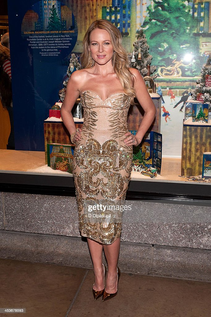 Jewel attends the 81st annual Rockefeller Center Christmas Tree Lighting Ceremony on December 4, 2013 in New York City.