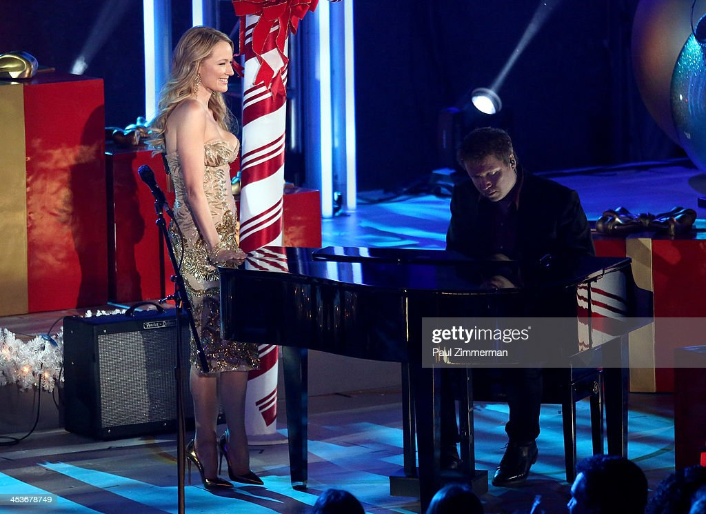 Jewel performs at the 81st annual Rockefeller Center Christmas Tree Lighting Ceremony on December 4, 2013 in New York City.
