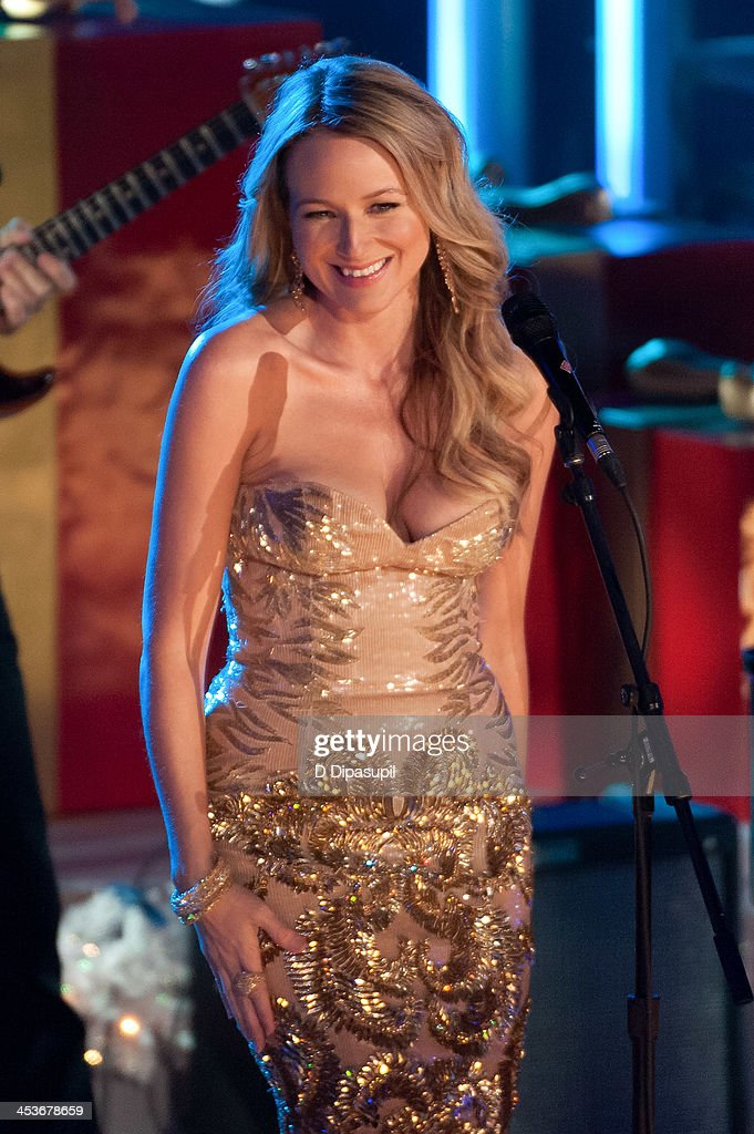 Jewel performs during the 81st annual Rockefeller Center Christmas Tree Lighting Ceremony on December 4, 2013 in New York City.