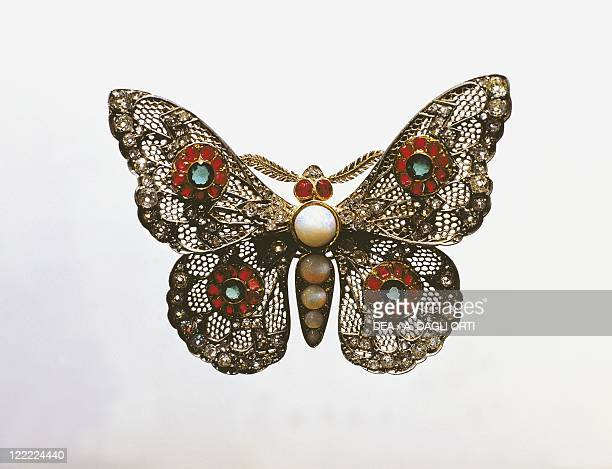 Jewelry 19th century Butterfly brooch Gold pearls and stones about 1870
